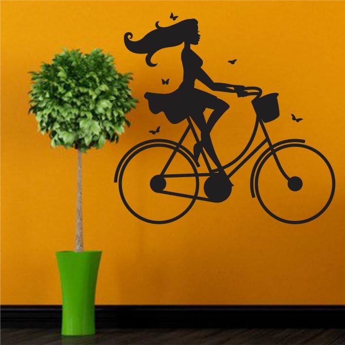 Stenska nalepka Dekle na kolesu C0048