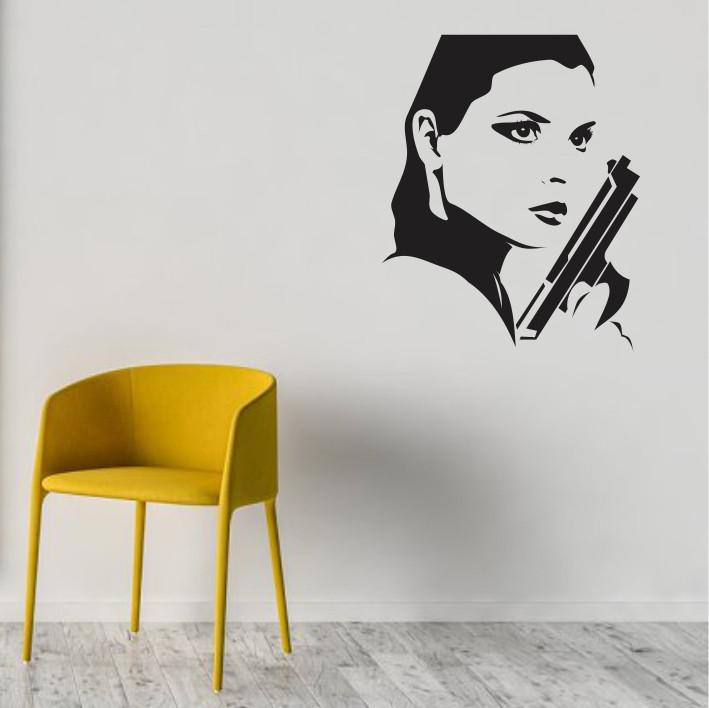 Stenska nalepka Ženska s pištolo C0112